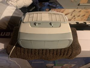 Air Humidifier (Barley Used) W/ Extra Air Filters. for Sale in Manchester, CT