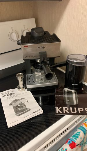 Mr coffee espresso machine with bean grinder and tamper for Sale in Eatontown, NJ