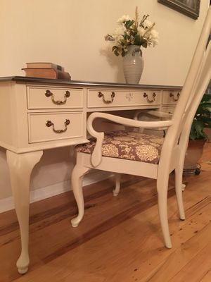 Stunning Desk and Chair for Sale in Manassas, VA