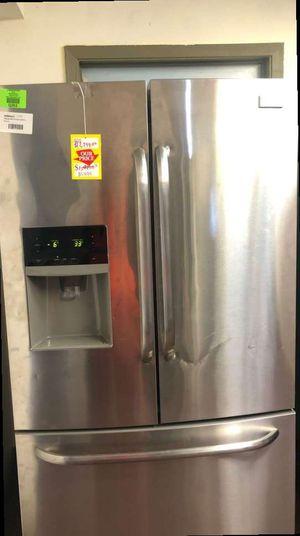Frigidaire Refrigerator 4WDTM for Sale in Houston, TX