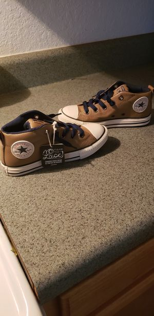 Converse brand new never worn size 1 for Sale in Tampa, FL