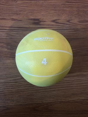 4lb weighted medicine ball workout exercise for Sale in Zephyrhills, FL