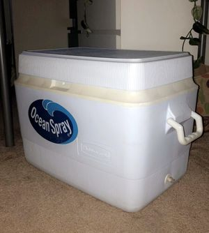 Rubbermaid cooler / ice box for Sale in Oakland, CA