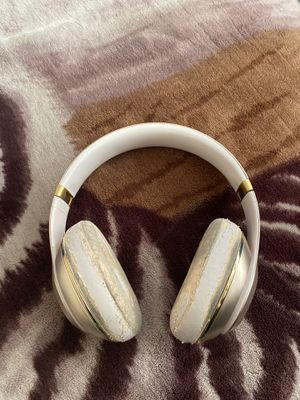 Beats Wireless Headphones (Bluetooth) Gold/silver! for Sale in Addison, IL