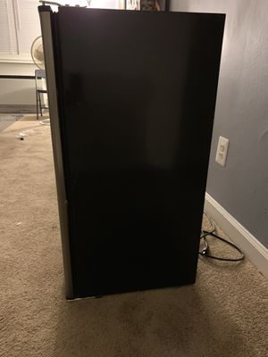 Mini fridge and freezer for Sale in UNIVERSITY PA, MD