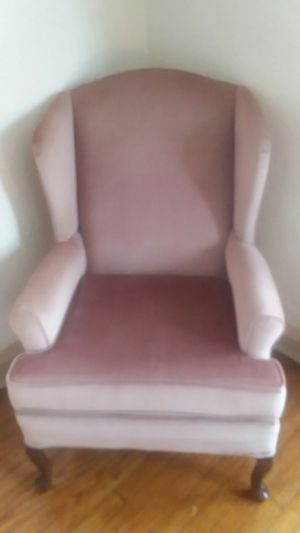 Comfy antique chair for Sale in East Cleveland, OH