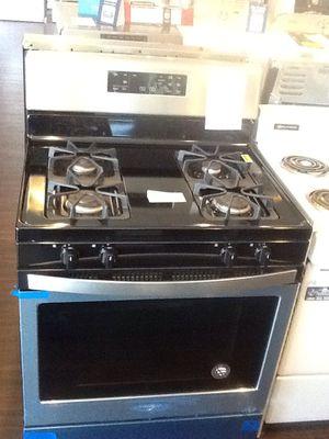 New open box Whirlpool gas range- WFG510S0HS for Sale in Bellflower, CA