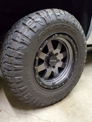 Nitto ridge grapplers 285/70/17 for Sale in Chino, CA