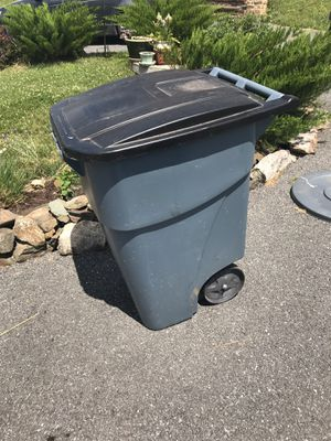 Garbage can for Sale in Leesburg, VA