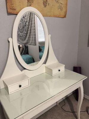 Vanity makeup desk for Sale in Covington, WA