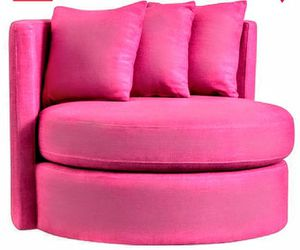 Oversized Pink Chair for Sale in Ottumwa, IA