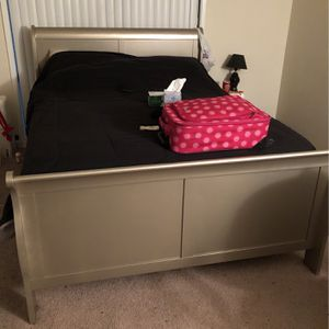 Queen Size Bedroom Gold Set for Sale in Greenbelt, MD