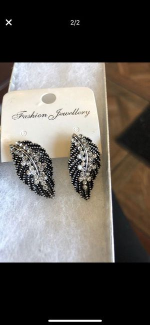 diamond embellished earring brand new for Sale in CT, US