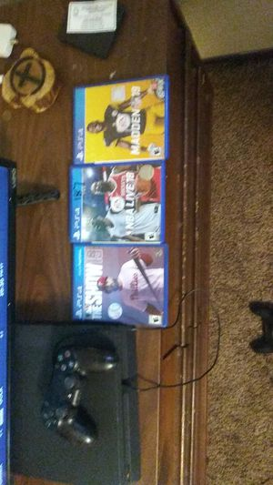Ps4 with 3 gsmes for Sale in Fort Rice, ND