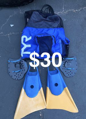 XL- Churchill Surf Fins and Mesh Backpack for Sale in Westminster, CA