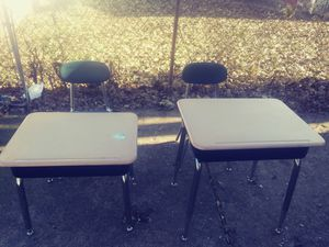 Kids desk and chairs excellent condition need gone for Sale in Dearborn Heights, MI