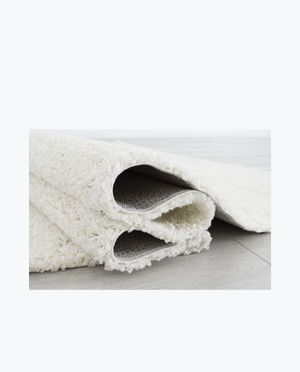 Ivory shaggy 8/10 rug for Sale in Los Angeles, CA