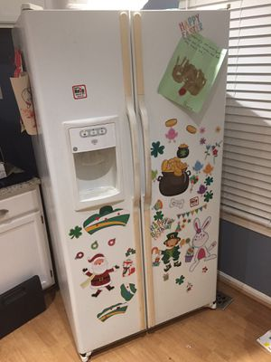GE side by side Refrigerator for Sale in Sudley Springs, VA