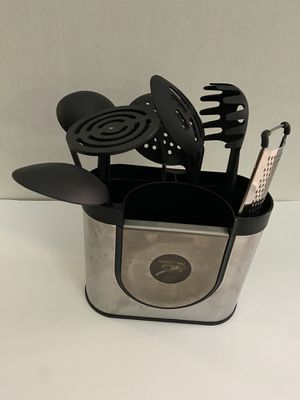 Kitchen Utensil Holder coupled w/8 kitchen utensils which includes the attached spoon holder $20 for Sale in Lombard, IL