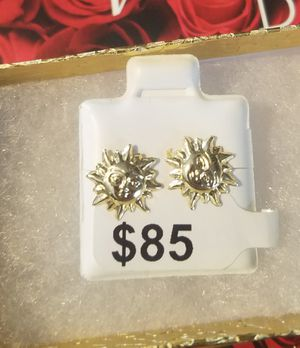 beautiful sun earrings for women or girl 14k gold on sale (Bellos aretes de sol para mujer ho niña oro 14k en oferta ) for Sale in Manassas, VA
