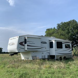 Sunnybrook 2007 fifth wheel camper, 31' x 8'. Great condition. for Sale in Bellmead, TX