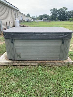 Hot tub for Sale in Deep Run, NC