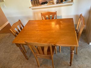 Kitchen Table with 4 chairs (great condition) for Sale in FL, US