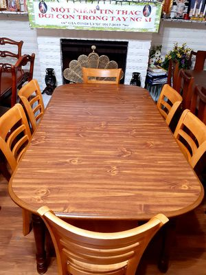 🍅🌿Wood Dining room table with 6 chairs. Good condition . Table has a leaf. 🍅🌿 for Sale in Houston, TX