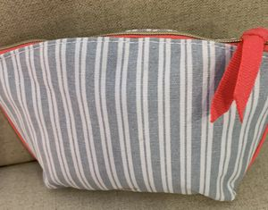 New-IPSY Cosmetic/Accessories Beauty Case/ White& Grey Strips with Pink Zipper for Sale in Calimesa, CA
