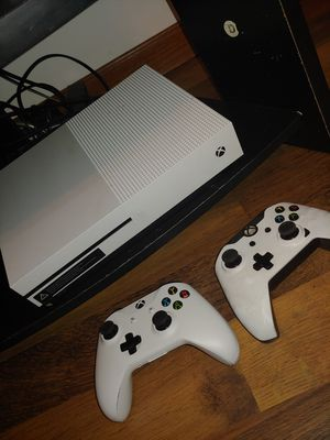 Tv and xbox one s combo for Sale in Parkersburg, WV