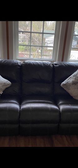 Reclining Leather Couch for Sale in Beaverton,  OR