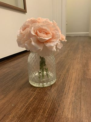 Vase with artificial pink roses for Sale in San Antonio, TX