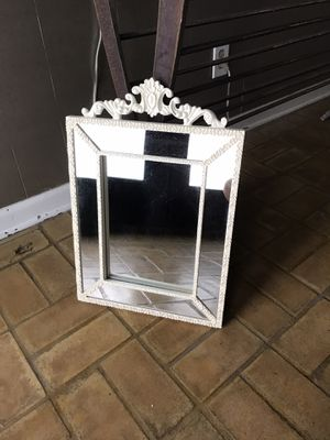 Cute mirror. Perfect for wall decoration for Sale in San Antonio, TX
