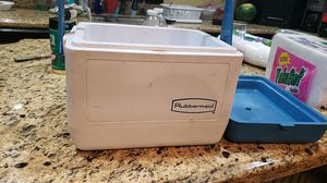 Rubbermaid cooler for Sale in Bell Gardens, CA