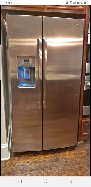 Ice Cold!!!!! GE Stainless Steel refrigerator w/Ice maker for Sale in Mesquite, TX