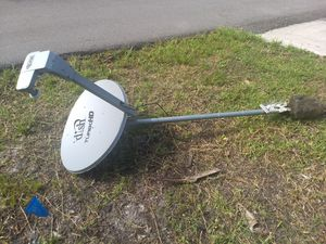 Curb alert. Tv fish and stand. FREE for Sale in Port Charlotte, FL