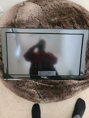 Tv Toshiba 32 inch for Sale in Falls Church, VA