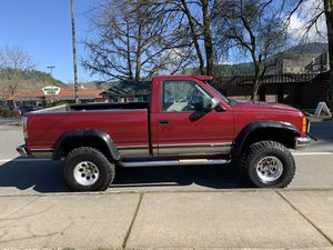 1991 Chevy Silverado Shortbox 4WD Pickup Run's great , A/T , for Sale in Issaquah, WA