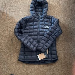 North Face Thermoball Hoodie, Women S, Brand New for Sale in Lake Oswego,  OR
