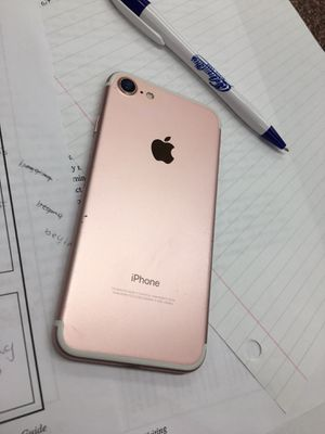 iPhone 7 rose gold for Sale in Tampa, FL
