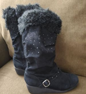 Girl boots Size 4 for Sale in Everett, WA