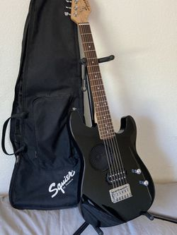 Fender Squire Mini Player Built-in Speaker Stratocaster w/ Gig Bag & Strap for Sale in Los Angeles,  CA