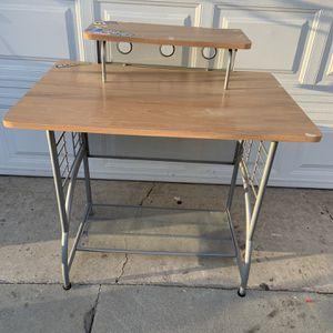 Small Computer Desk!! for Sale in Paramount, CA