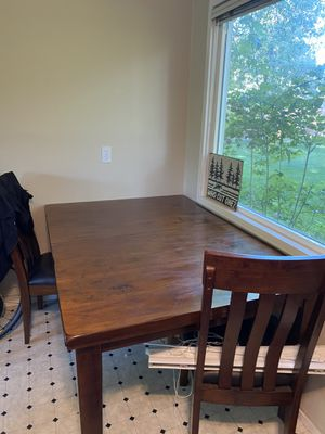 Extending kitchen table and chairs for Sale in Bend, OR