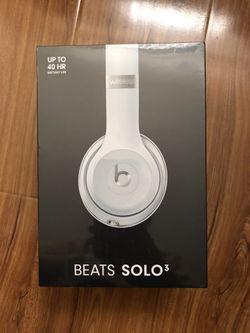 Beats Solo 3 Wireless Silver New for Sale in Rosemead,  CA