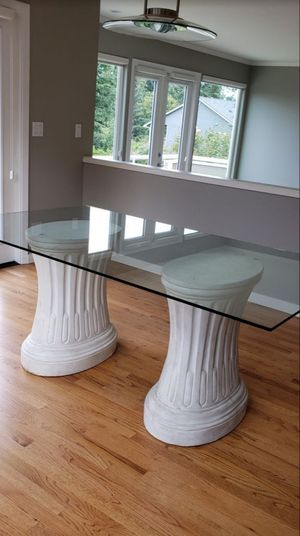 Glass / Pedestal Dining Table EXCELLENT CONDITION for Sale in Olympia, WA
