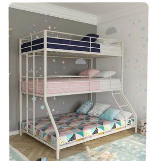 Triple metal bunk bed like new for Sale in Lakeland, FL