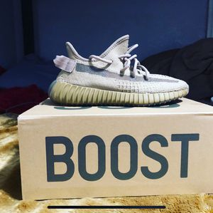 Yeezy 350 v2 earth for Sale in Bloomington, CA