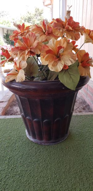 2 FLOWER POTS for Sale in Fresno, CA