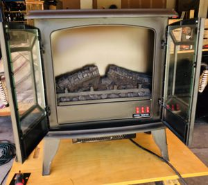 Electric fire place heater for Sale in Los Ranchos de Albuquerque, NM